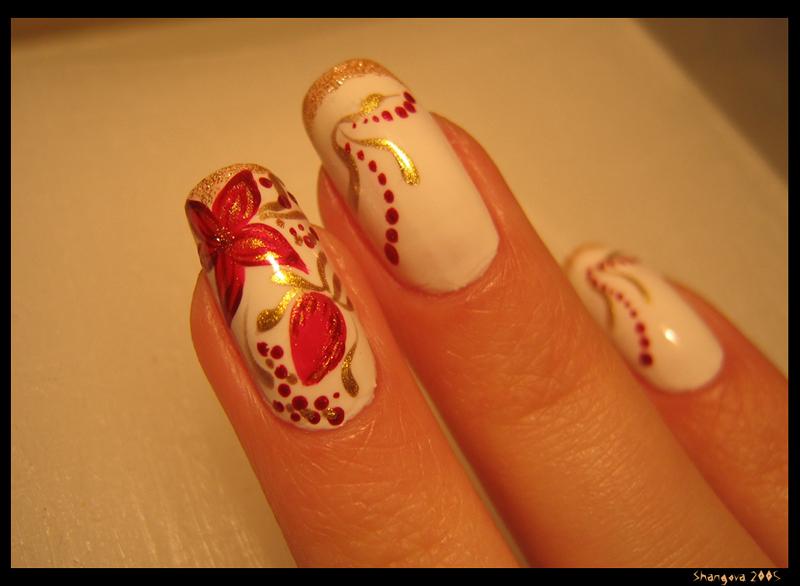 Цветы на ногтях на белом фоне 28
