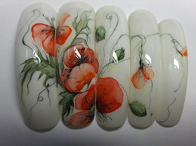 Фото рисунка на ногтях акварелью